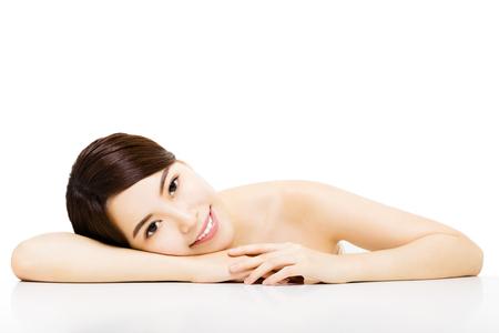 Portret van mooie jonge vrouw met schoon gezicht Stockfoto