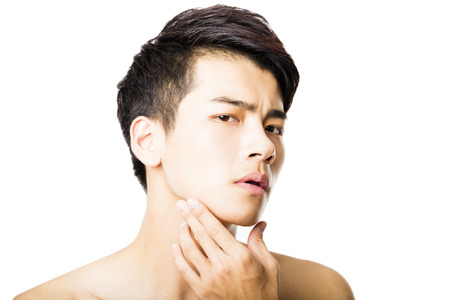 piel humana: Primer retrato de hombre atractivo rostro joven