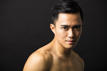 Primer retrato de hombre atractivo rostro joven Foto de archivo - 46803666