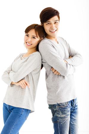 relajado: feliz pareja hermosa asiática joven