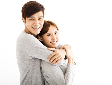 volti: Ritratto del primo piano di bella giovane coppia felice