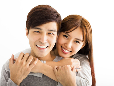 parejas jovenes: Primer retrato de la hermosa pareja feliz