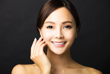 근접 촬영 아름 다운 젊은 아시아 여자 얼굴