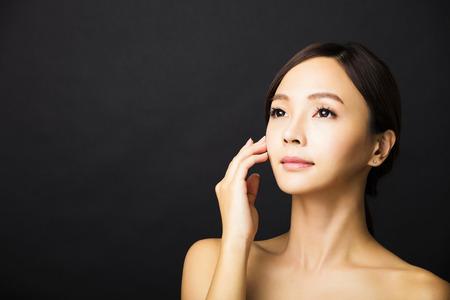 collo: primo piano bella giovane donna faccia asiatica Archivio Fotografico