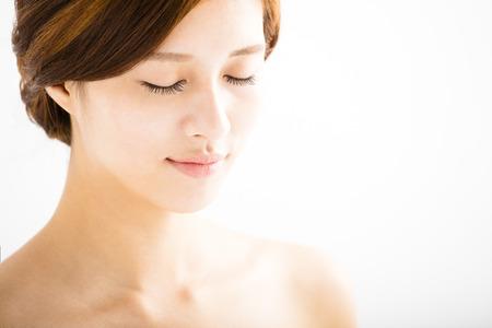근접 촬영 아름 다운 젊은 여자 얼굴