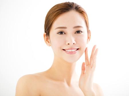 žena: detailní krásná mladá usměvavá žena tvář Reklamní fotografie