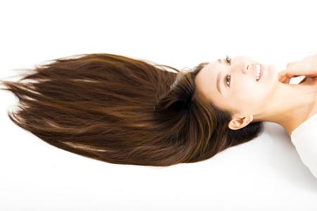 belle jeune femme avec de longs cheveux raides Banque d'images