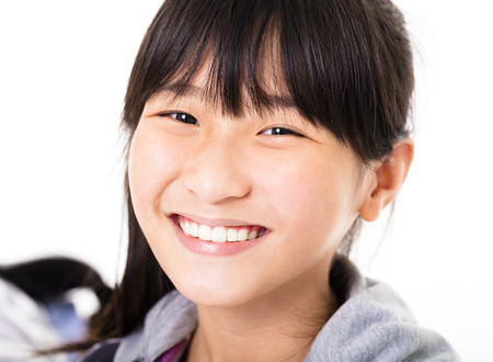 아름다운 어린 소녀의 초상화 미소