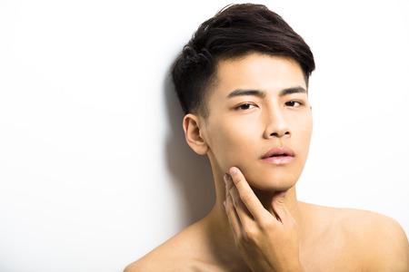 hombres guapos: Primer retrato de hombre atractivo rostro joven