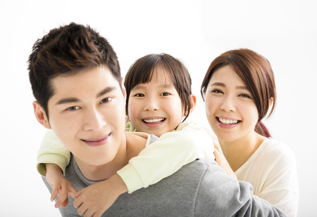 ni�os chinos: Feliz atractivo joven asi�tico retrato de la familia Foto de archivo