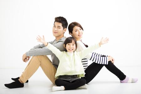 animados: familia feliz asiático sentados juntos