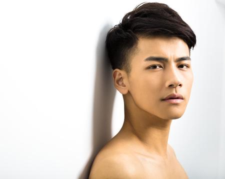 Primer retrato de hombre atractivo rostro joven Foto de archivo