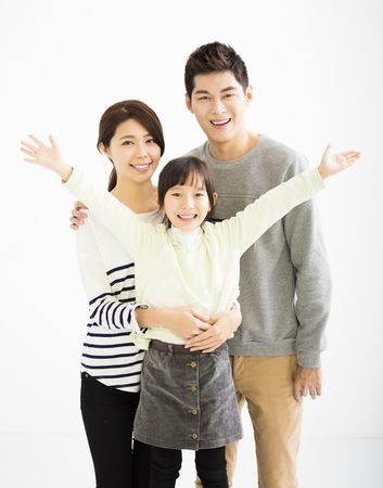 hija: Familia asiática feliz que se une