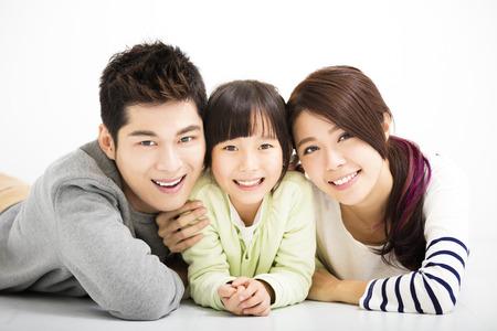 padres: Feliz atractivo retrato de la familia joven