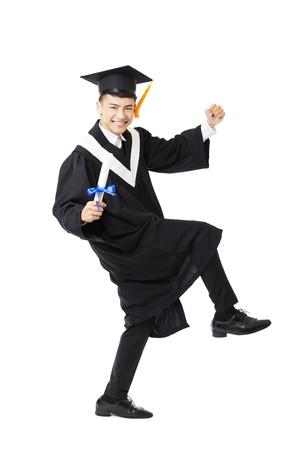 graduado: el baile de graduación de la universidad masculina joven feliz