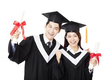 toga y birrete: graduación hombre feliz y mujer los estudiantes de educación Foto de archivo