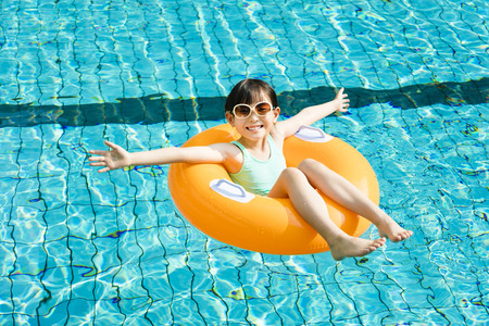 happy little girl having fun  in swimming pool Stok Fotoğraf - 55747286