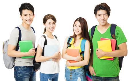 heureux groupe des étudiants isolé sur blanc