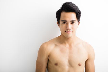 modelos hombres: Cerca de retrato de hombre joven y guapo Foto de archivo