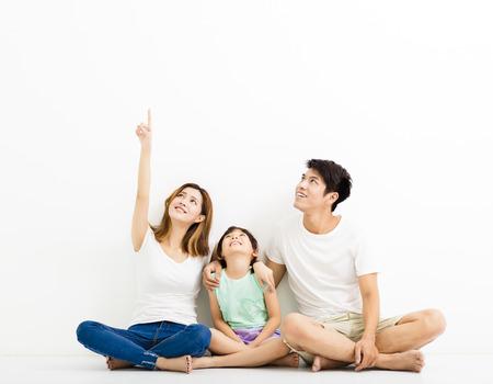Gelukkige Jonge Familie benadrukt kijkt