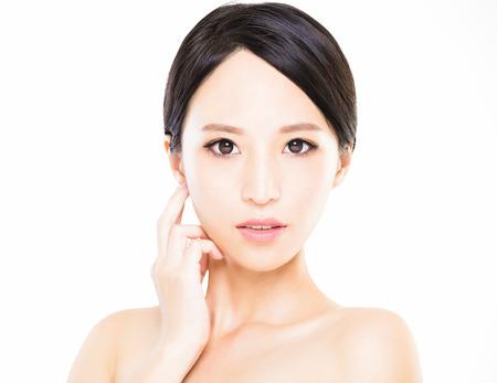 schoonheid: close-up jonge vrouw gezicht met schone huid Stockfoto