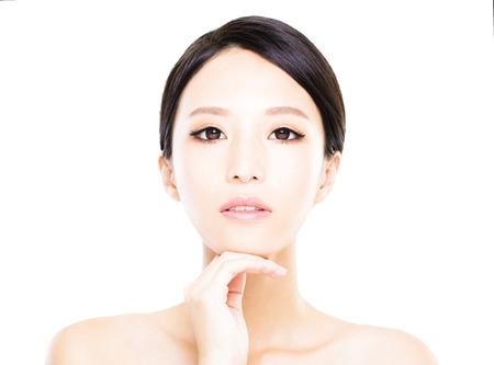 fingers: Cara de la mujer joven de cerca con la piel limpia Foto de archivo