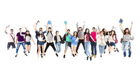 grupo joven estudiante gente de salto aislado en blanco