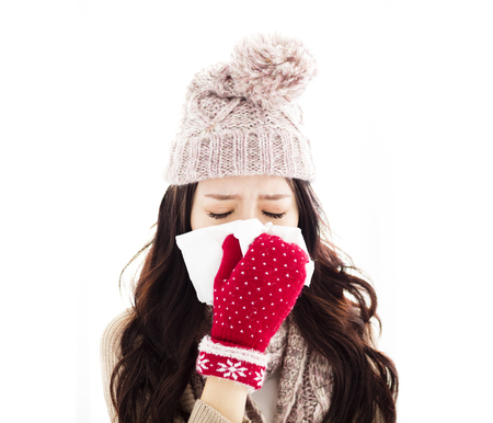 estornudo: Young Woman Infected With Cold Blowing Her Nose