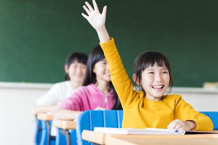 교실에서 학습 행복 한 작은 소녀