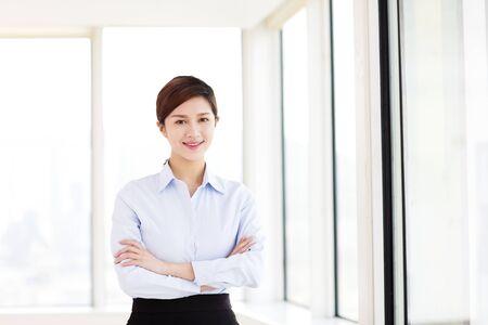 사무실에서 젊은 비즈니스 여자 스톡 콘텐츠