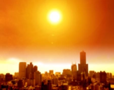 여름 열 파도 도시 및 흐림 배경