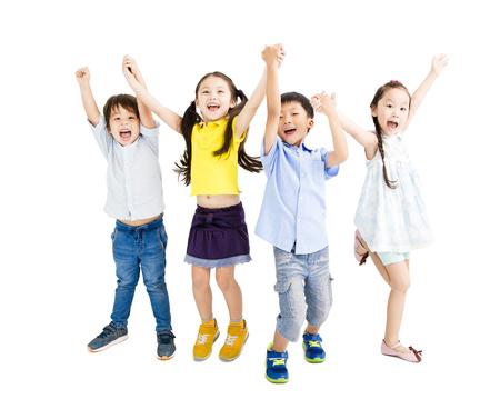 Grupa szczęśliwych dzieci skaczących i tańczących Zdjęcie Seryjne