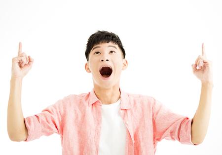 portret van verrast jonge man opzoeken Stockfoto