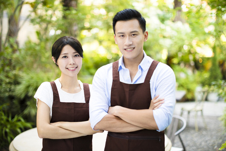 garden restaurant owner standing with partner 免版税图像 - 86168212