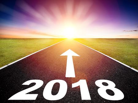 空の道と新年あけましておめでとうございます 2018 コンセプトに運転