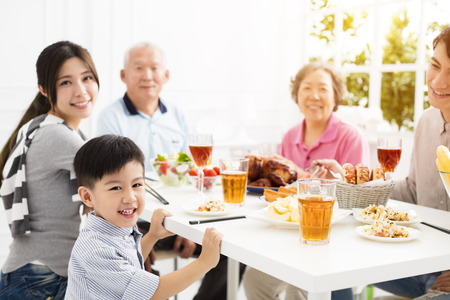 happy asian family having dinner at home Foto de archivo