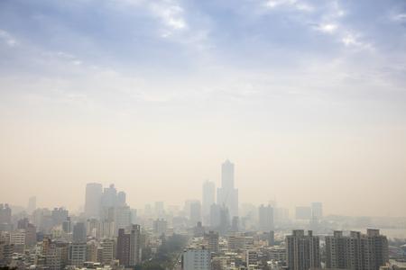 Faible visibilité causée par smog dans la ville de kaohsiung taiwan Banque d'images - 91598931
