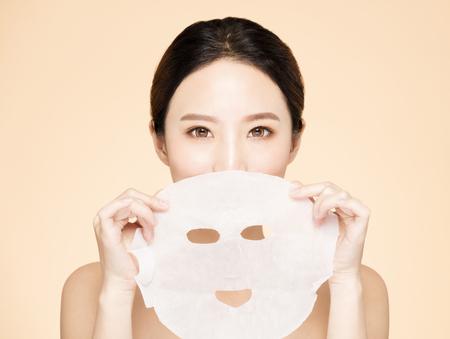 Primo piano giovane bellezza viso e maschera facciale Archivio Fotografico - 96122791