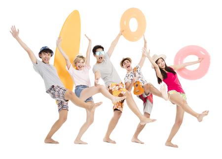 szczęśliwa młoda grupa cieszyć się koncepcją wakacji letnich