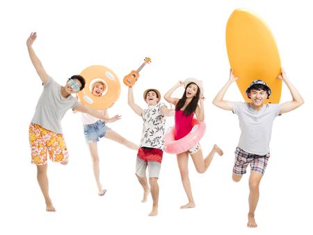 Heureux jeune groupe profiter de vacances d & # 39 ; été notion Banque d'images - 98105631