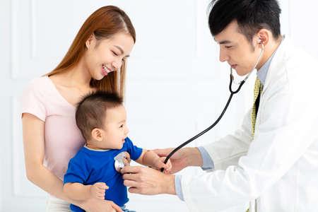 Doctor examining little boy by stethoscope Foto de archivo