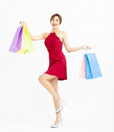 Heureuse jeune femme avec des sacs isolés Banque d'images