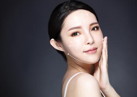 Concepto de belleza, medicina, cirugía plástica y cuidado de la piel. Foto de archivo