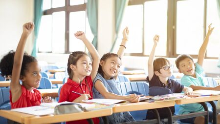 happy elementary school kids  in classroom 스톡 콘텐츠