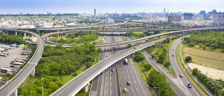 Vue aérienne de l'échangeur autoroutier de la ville de kaohsiung. Taïwan
