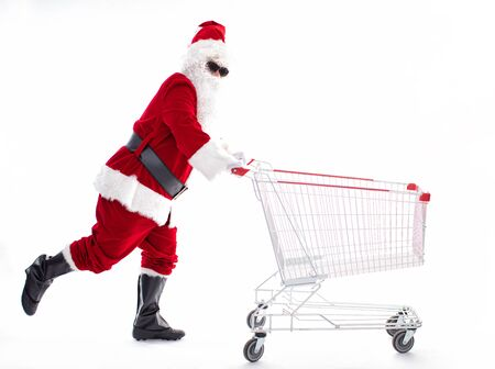 Happy Santa Claus with Christmas shopping cart Archivio Fotografico - 133673352