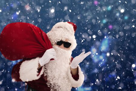 Santa Claus carrying sack full of gifts Archivio Fotografico - 133675041