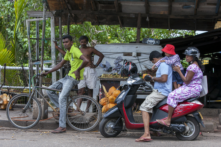 push people: Bikes and motor bikes are the most common forms of transport seen in Sri Lanka. Negombo, Sri Lanka. Editorial