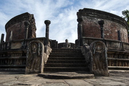 polonnaruwa: The Vatadage which forms part of the Quadrangle at the ancient Sri Lankan capital at Polonnaruwa. The Vatadage consists of a circular platform with impressive guard stones leading up to a dagoba and seated Buddha statues. Stock Photo