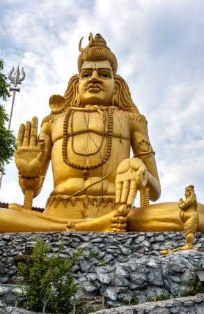 sri lanka temple: The statue of Hindu god Lord Shiva at Koneswaram Temple in Trincomalee, Sri Lanka.